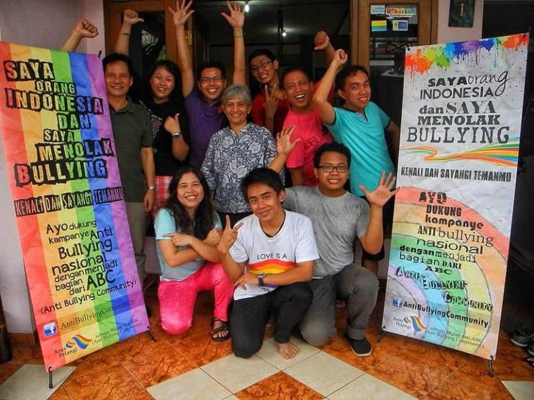 The staff of Arus Pelangi in a anti-bullying campaign