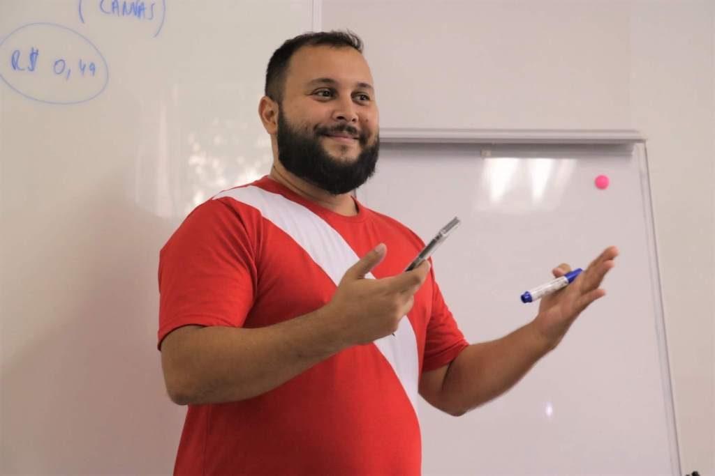 Professor dando aula